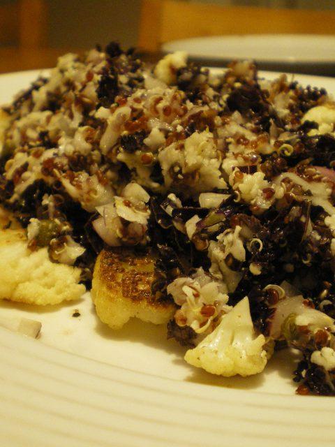Stegt blomkål med grønkål og quinoa - Fru Kofoeds Køkken