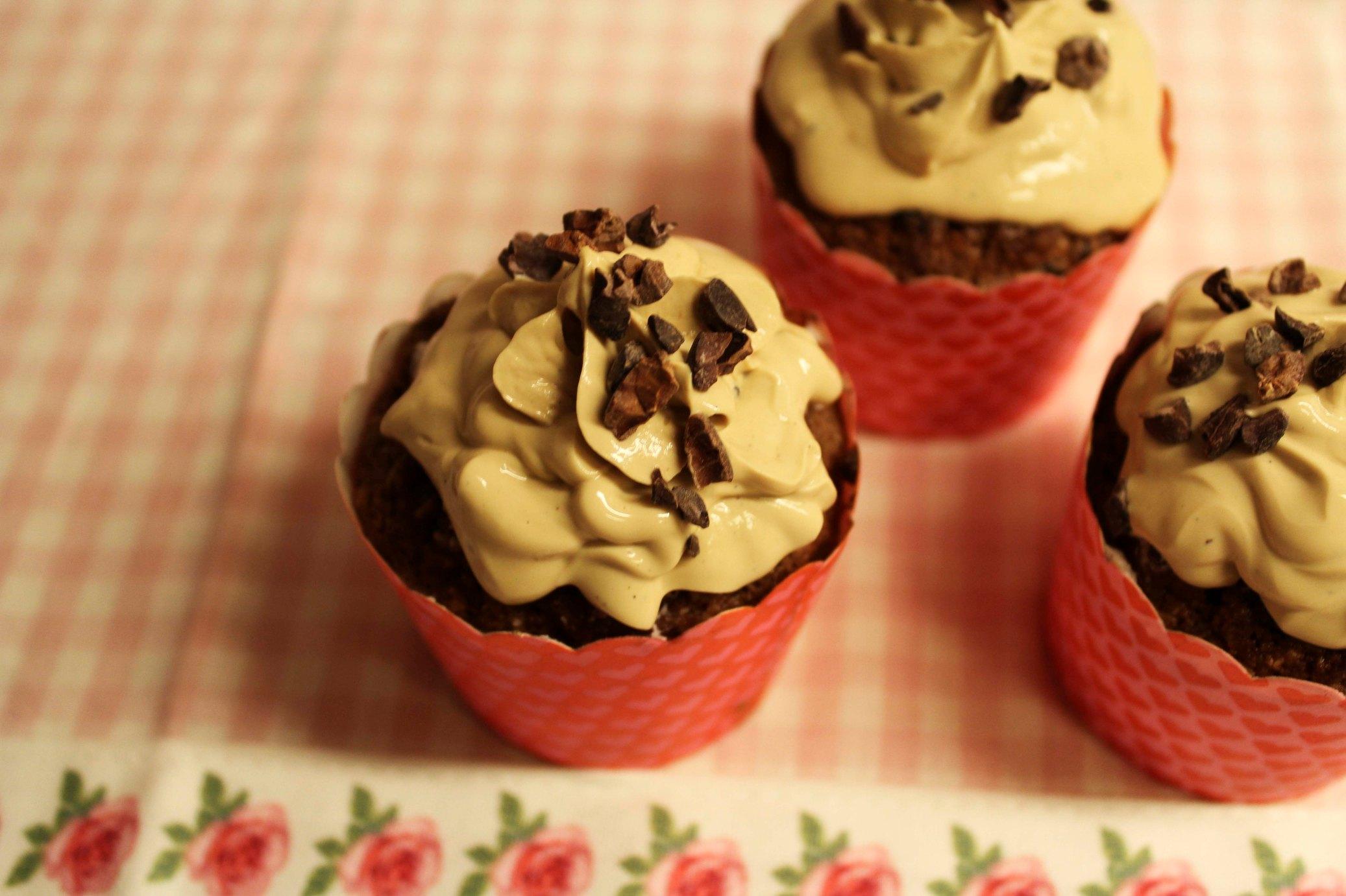 LCHF-cupcakes med mandel, kakao og kokos og mocca-mascarponefrosting