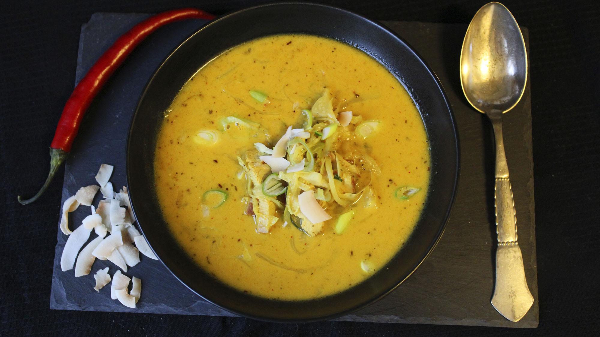Thaisuppe med squashnudler og kalkun