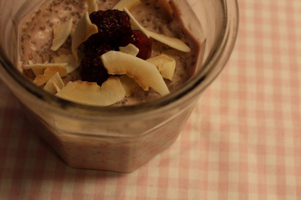 Hurtig lchf-morgenmad_Lyserød køleskabsgrød