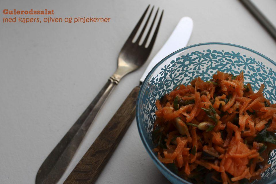 Gulerodssalat med kapers, oliven og pinjekerner