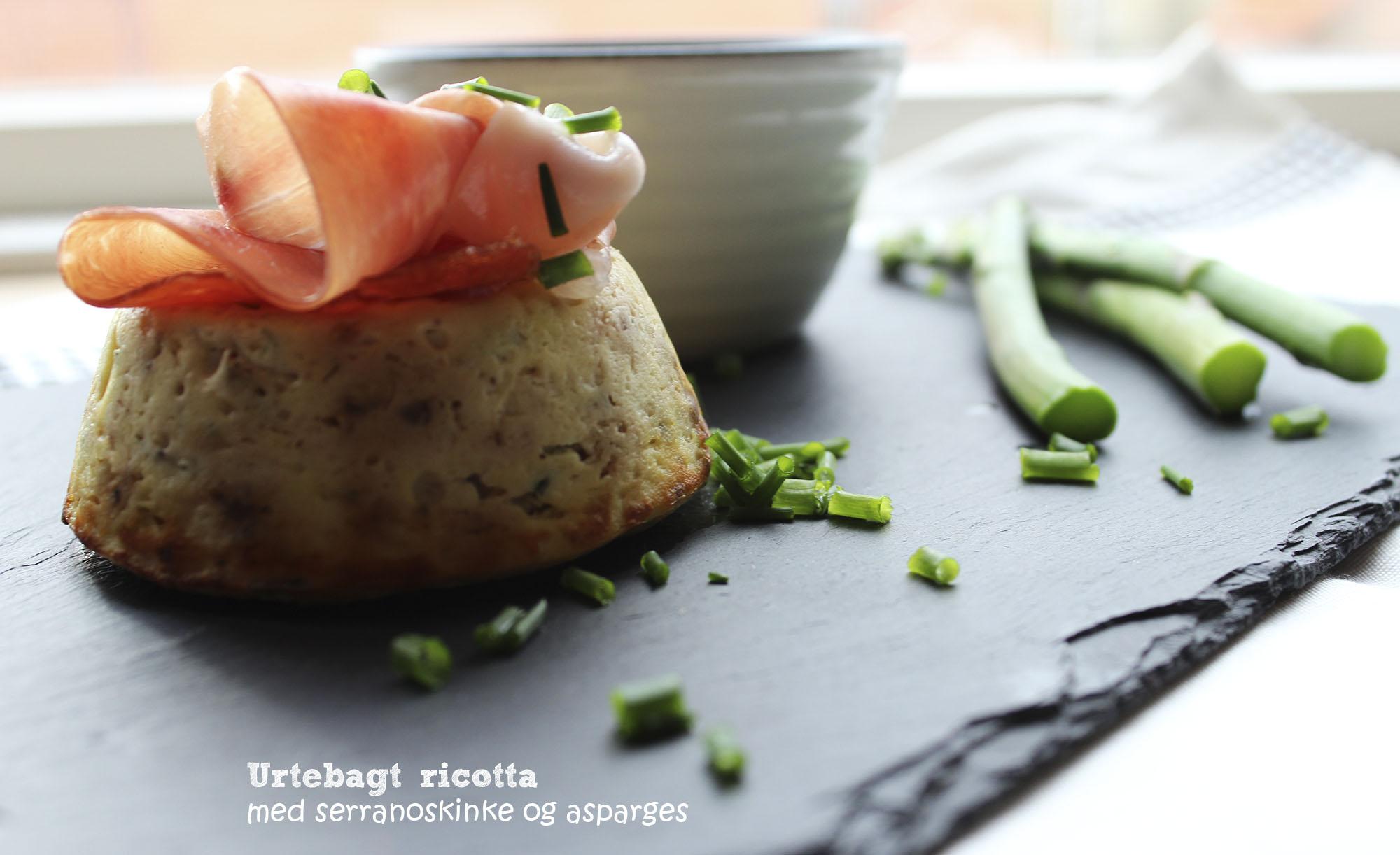 Urtebagt ricotta med serrano og asparges