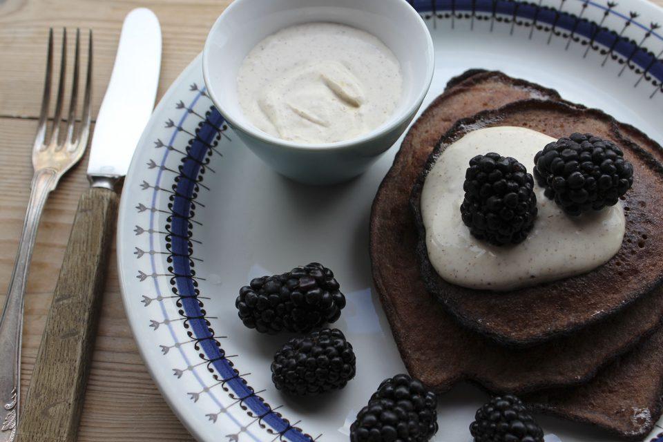 Chokopandekager med banan og boghvede