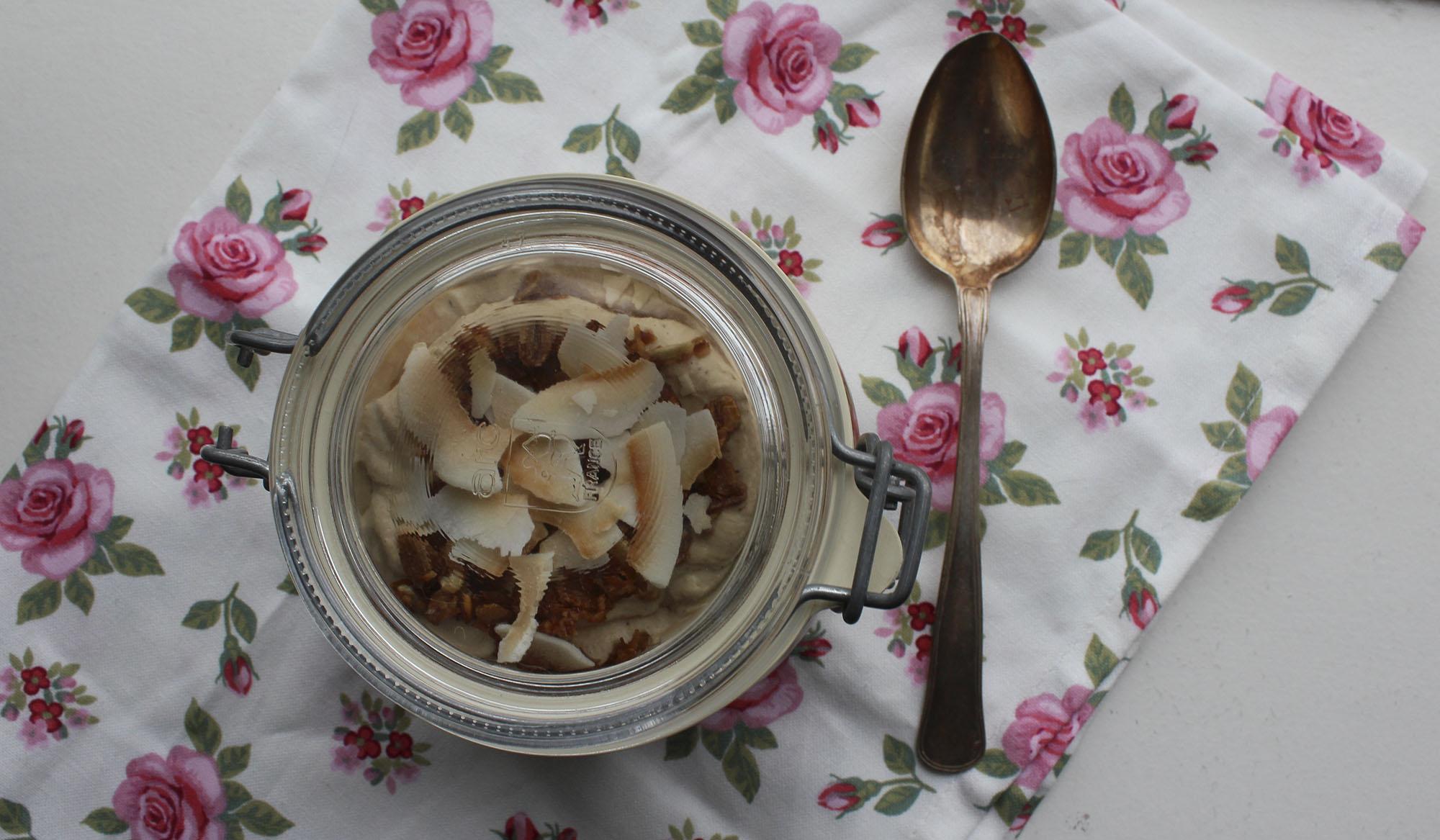 Rabarbertrifli med lakrids og kokos