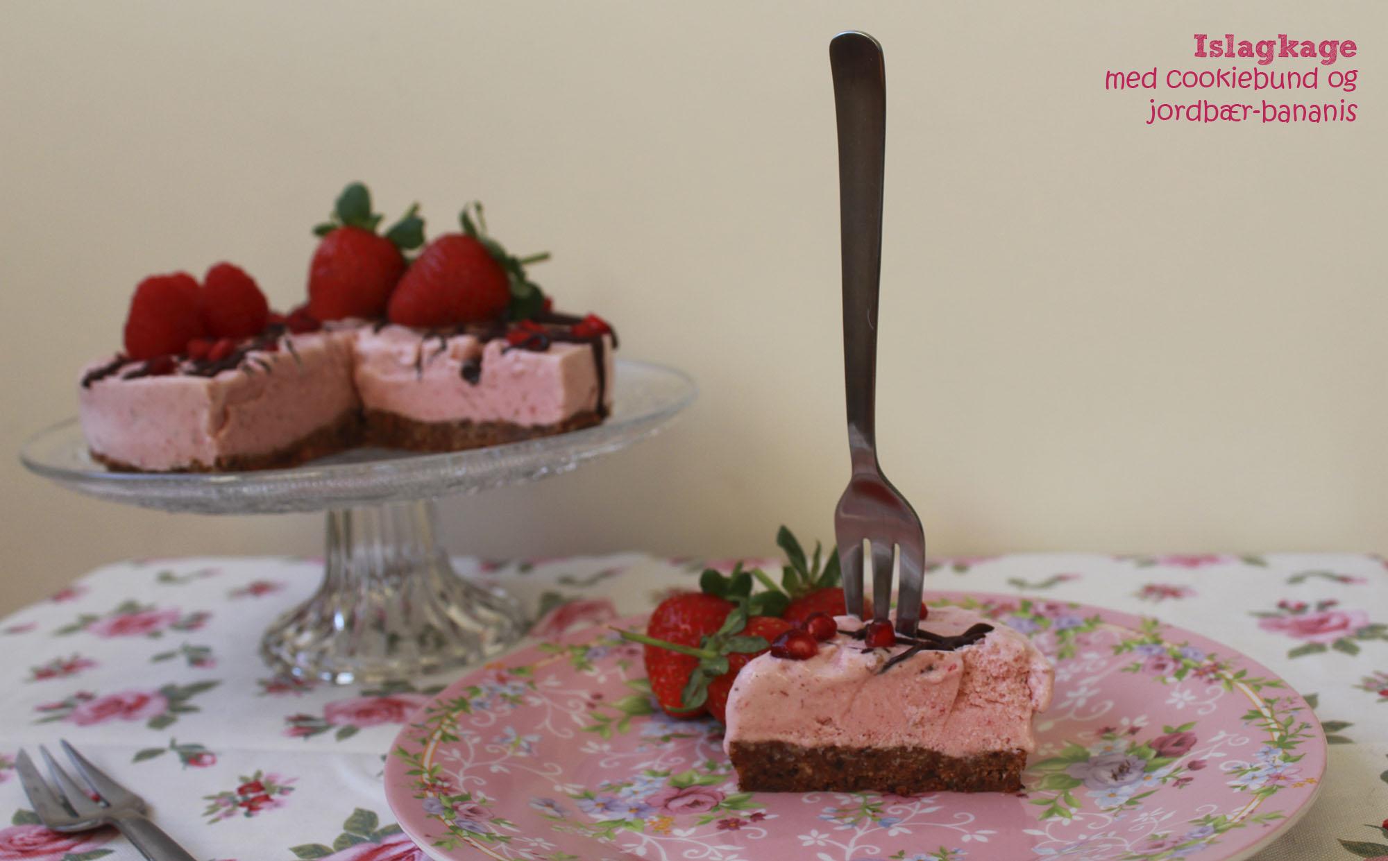 Islagkage med cookiebund og jordbær-bananis