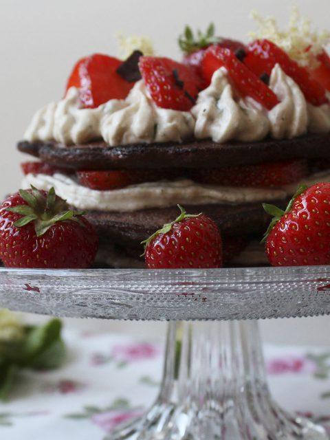 Madbloggerudfordringen 3 - Pandekagekage med jordbær, chokolade og mynte
