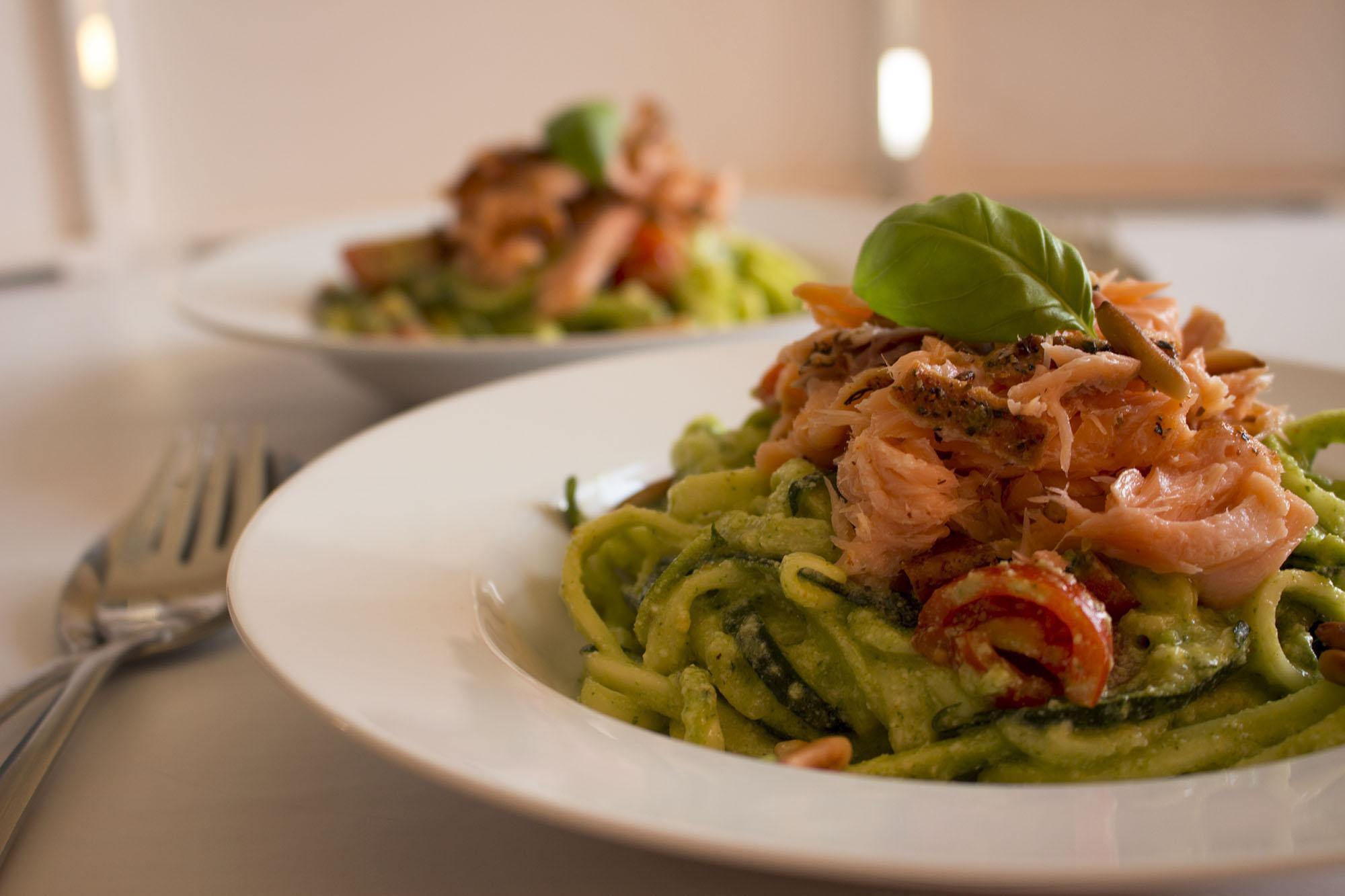LCHF fastfood: Squashghetti med pesto og røget laks
