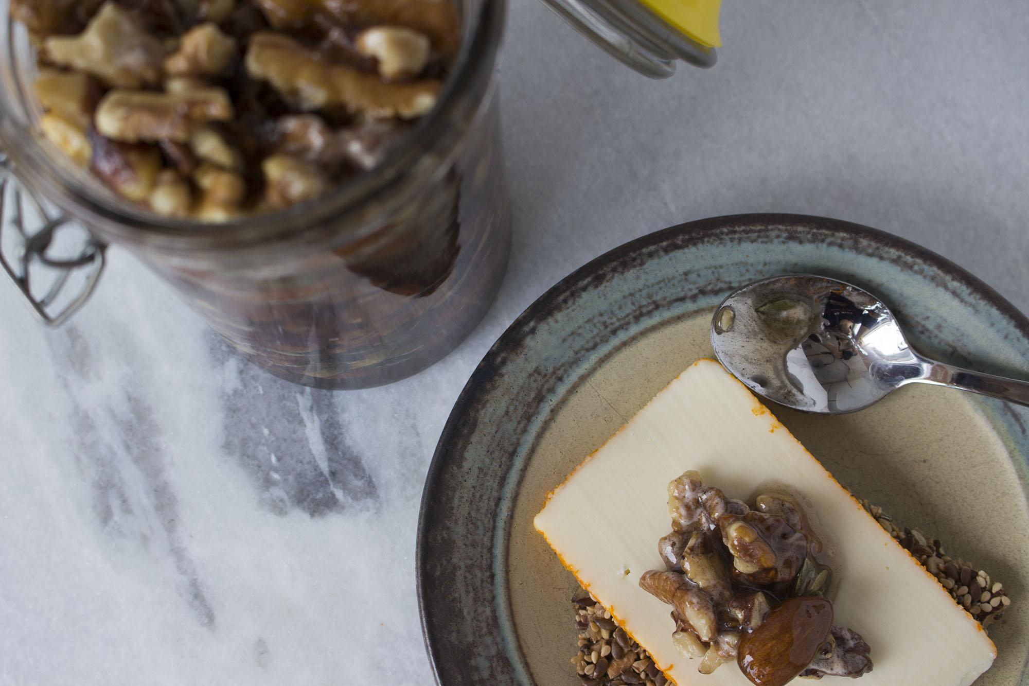 nødder i honning til ost