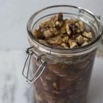 Tilbehør til ost - nødder i honning