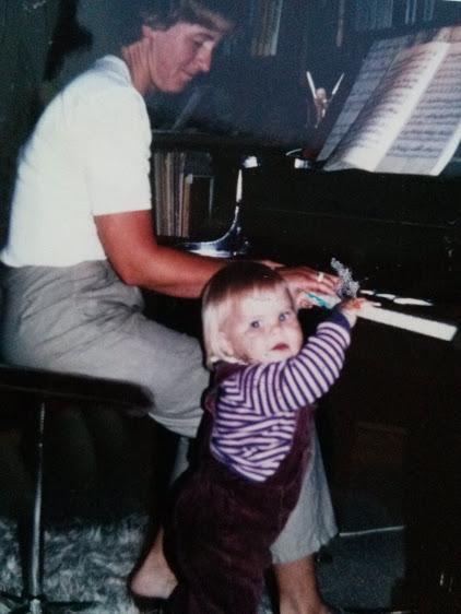 Min mor og jeg spiller klaver