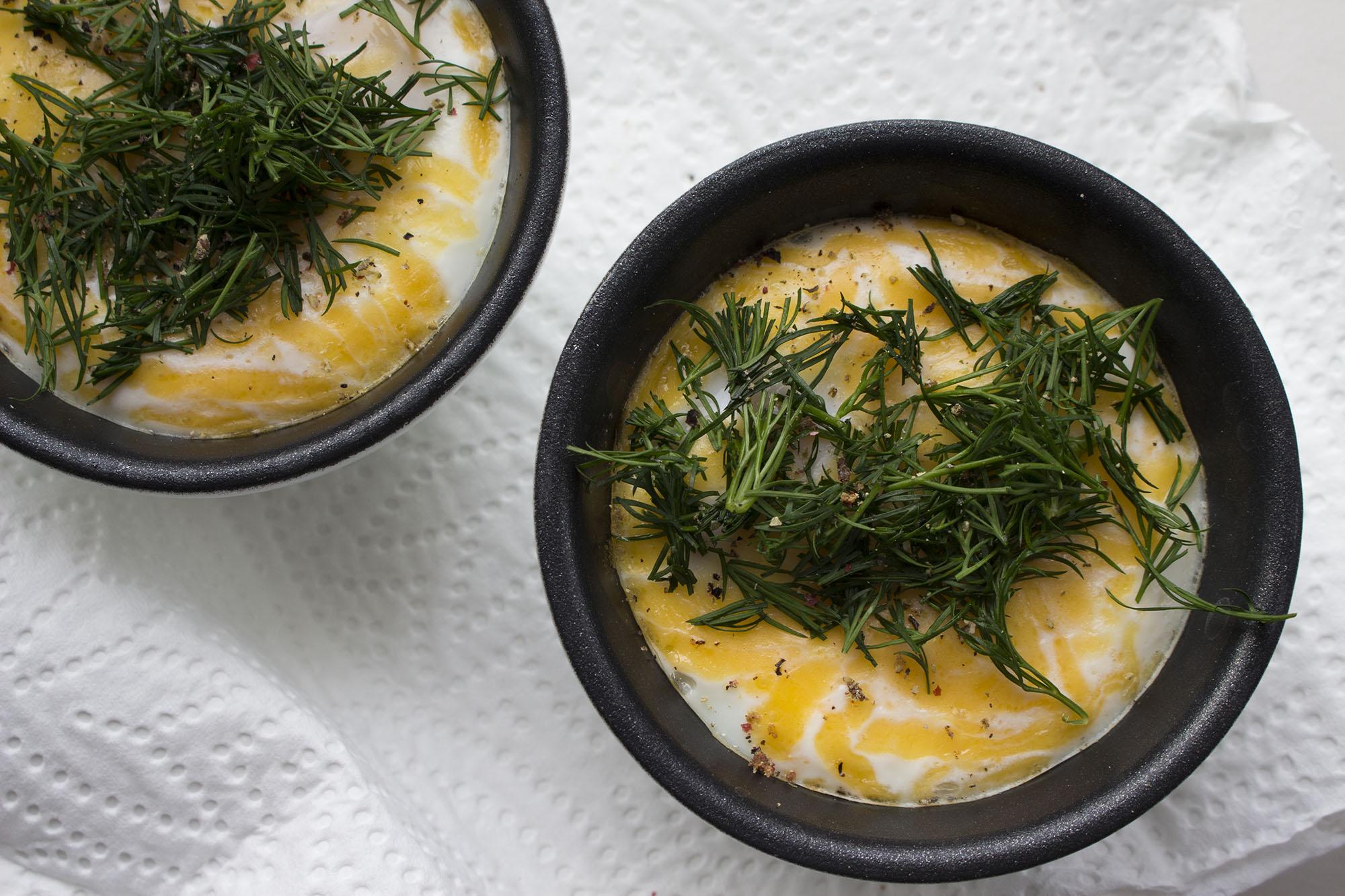 Bagte æg med cheddar og dild