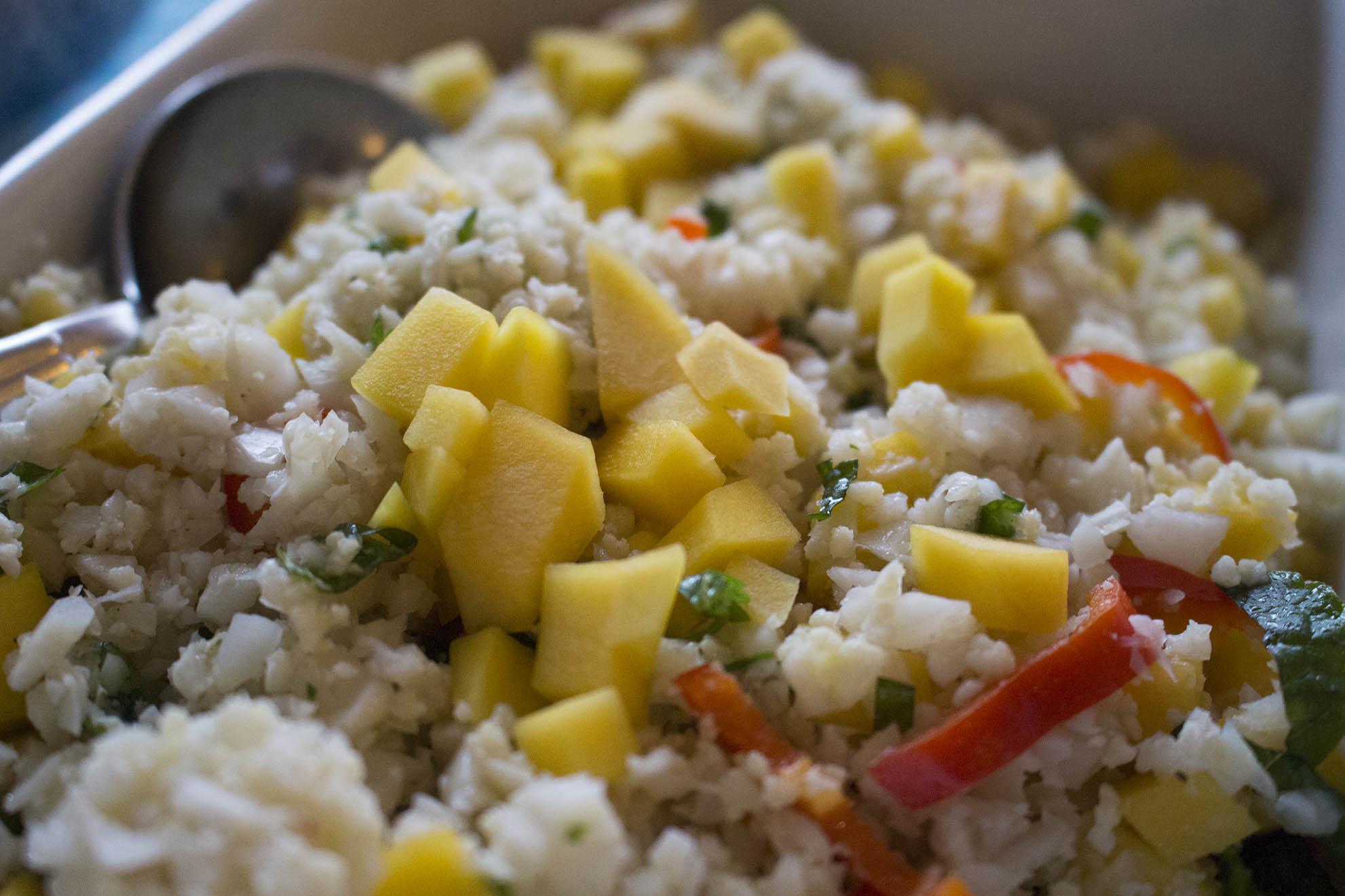 Blomkålscouscous med mango og mynte