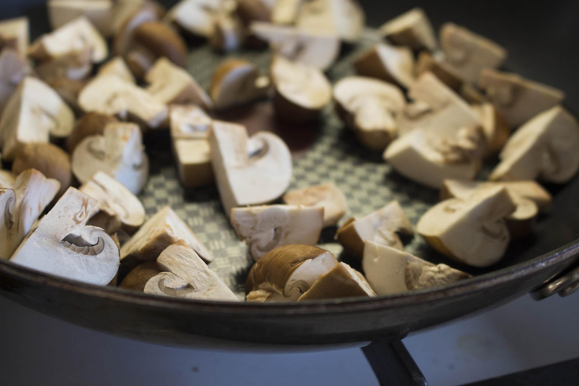Hakkebøffer med svampesovs