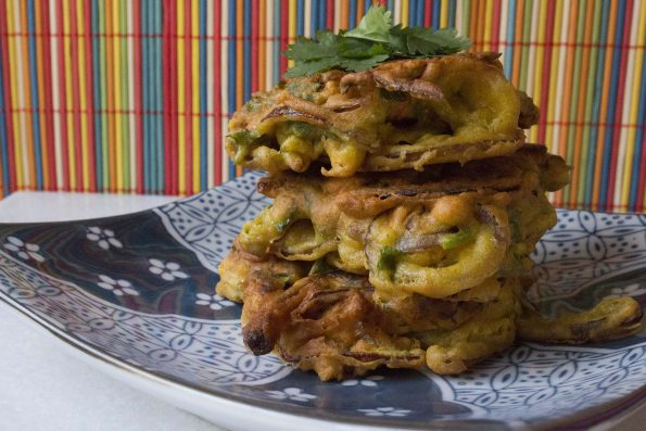 Onion bahjis og raita