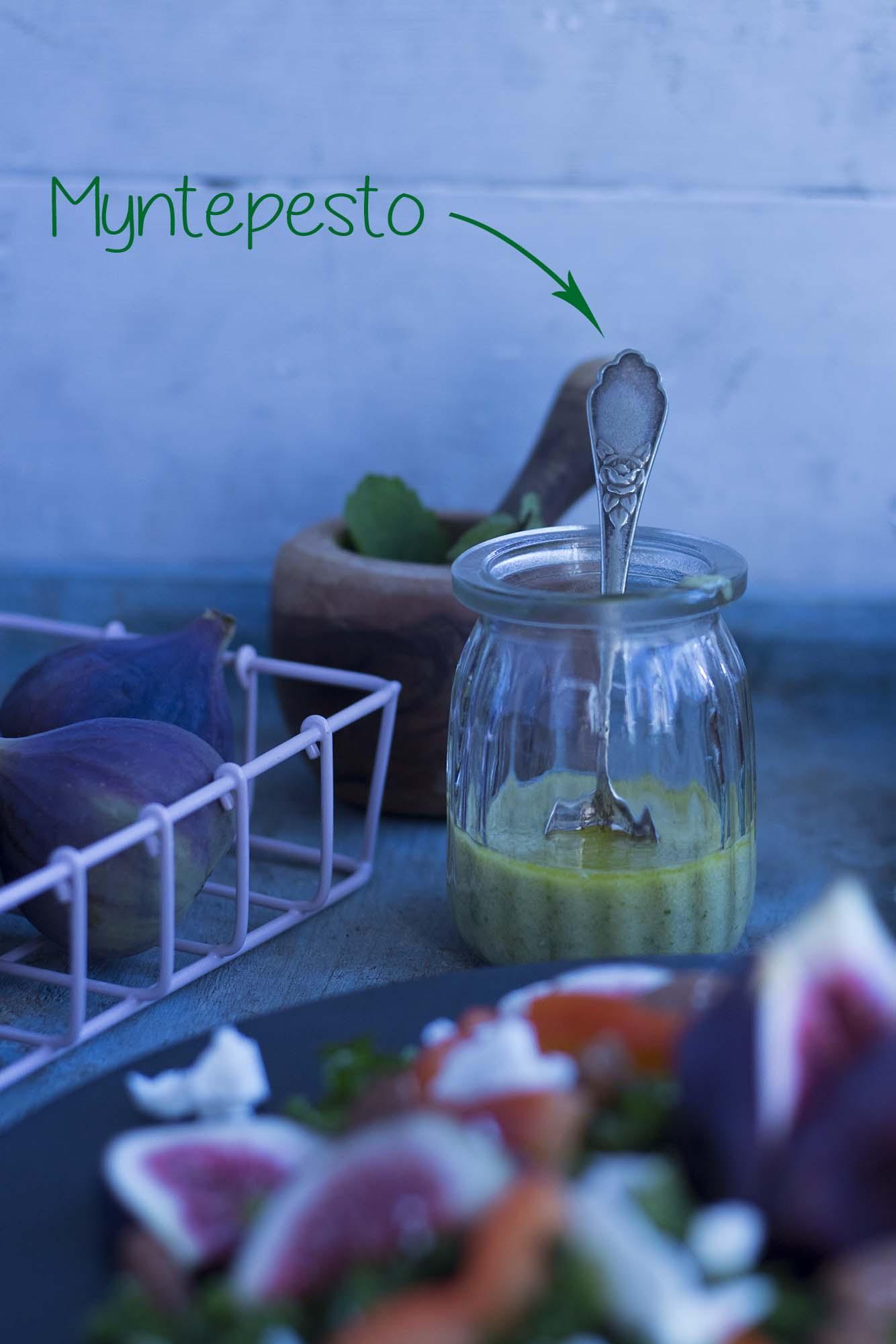 Grønkålssalat med figner og myntepesto