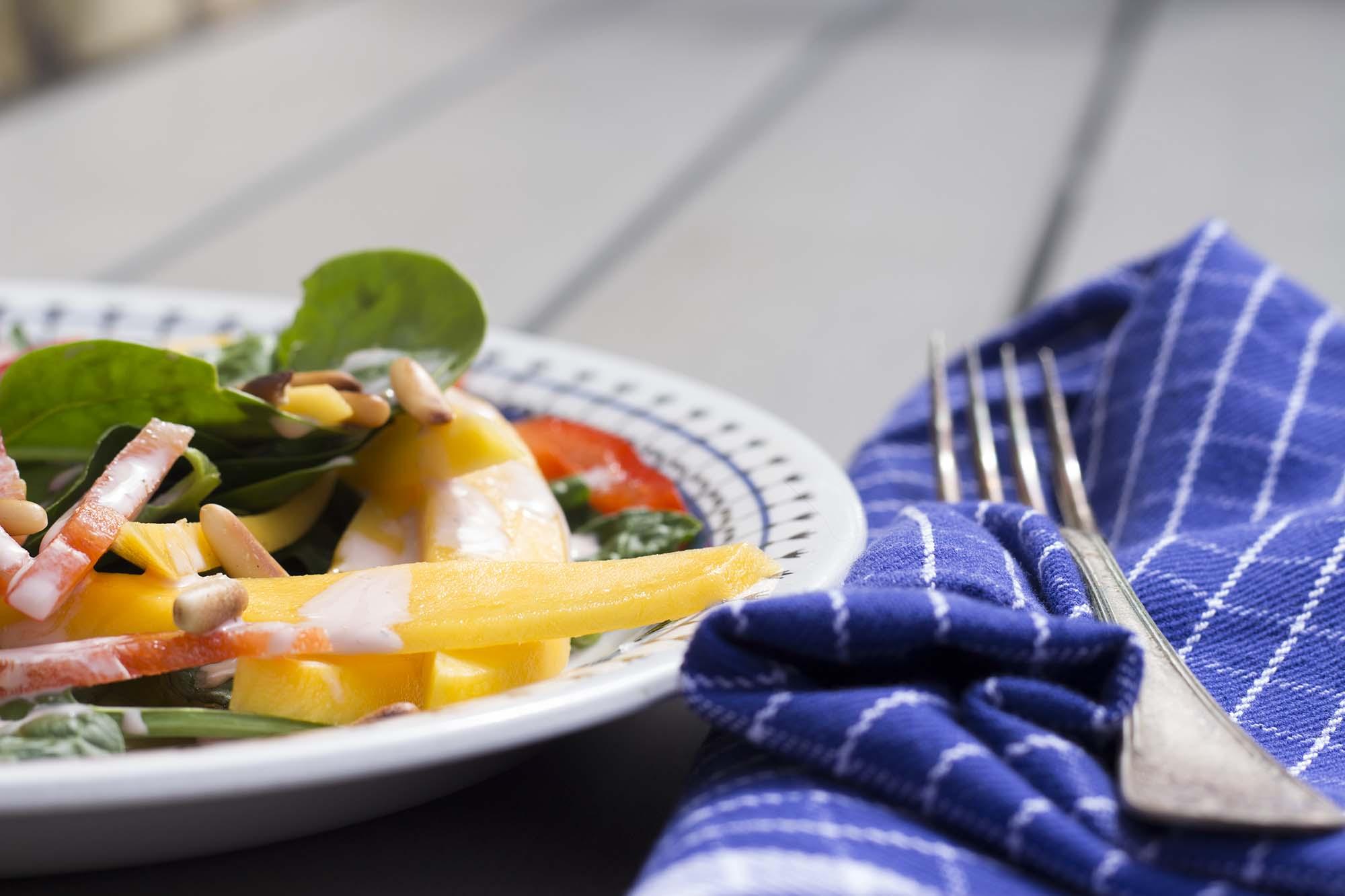 Spinatsalat med mango og kirsebærdressing (4)_FAV_RED - Fru Kofoeds Køkken