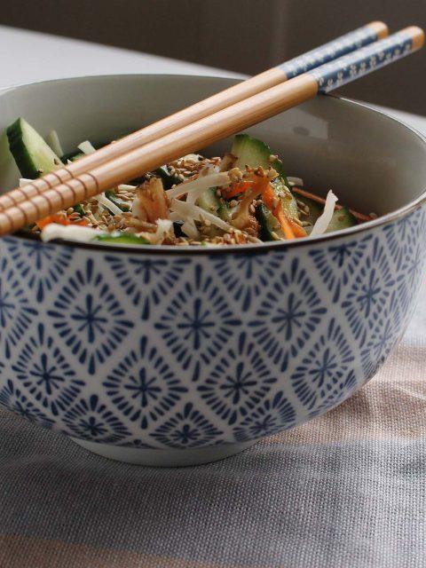 Knasende salat med misodressing